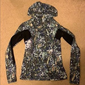 LULULEMON half zip in a dotted leafy print